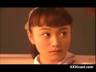 เอเชีย วัยรุ่น เด็กนักเรียนหญิง น้ำ และ rope ผ้าพันแผล