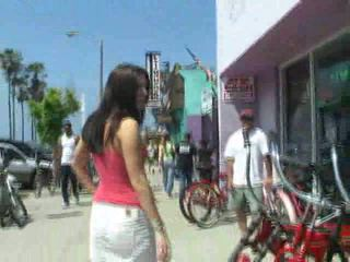Roxyamateur brunette girl public flashing