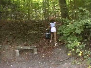 ผู้หญิงสวย ถูกบังคับ ใน the park
