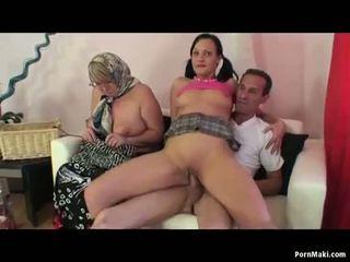 Бабичка един мъж две жени тройка