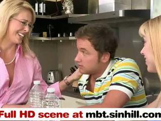 Blonde milf et son fille ffh plan a trois - mbt.sinhill.com