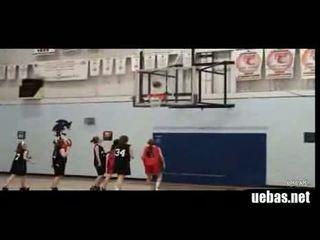 Hilarious-girls-basketball-dunk-fail 1