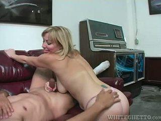 Sexy slet adrianna nicole explores oksel plus afrukken seks