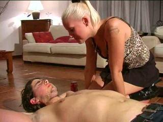 Spitting γυναίκα κυρίαρχος: ελεύθερα bdsm πορνό βίντεο e1