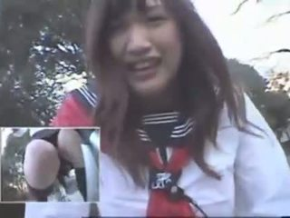 Japansk jente riding en vibrating sykkel thru den by (public squirting)
