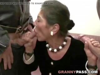 kijken real granny porn film