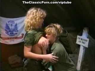 sehen große brüste jeder, heiß jahrgang jeder, schön lesbisch