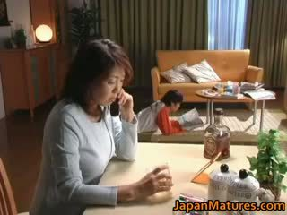 Збуджена японська зріла немовлята смокче part2