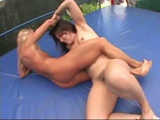 Sexfighting nude women