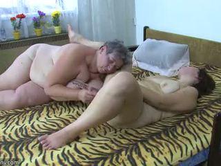 Oldnanny παχουλός/ή κυρίες masturbate με ένα παιχνίδι