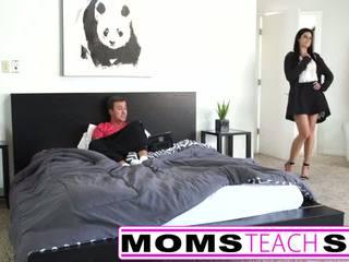 Remaja pertama masa squirting syahwat dengan ibu dan anak