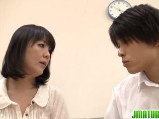 Hitomi appreciates erotisch douche