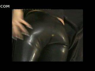 Seksikäs tyttö sisään tiukka nahka pants