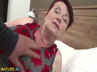 Velika titted poraščeni babi gets banged težko