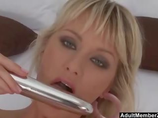 Busty Blonde Shows off Her Cute Pussy, HD Porn 5e