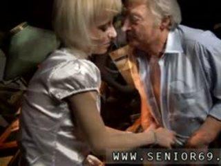 老 和 年輕 女孩 腳功封口 電影 他的 介紹 wifey 是 很好