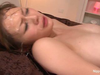 Besar titty babe gets drenched dalam air mani