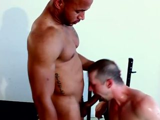Powerful black stud gets cocksucked