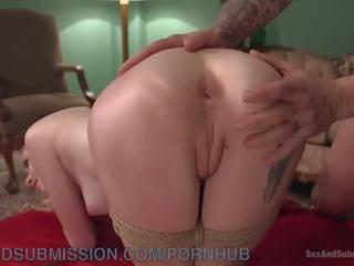 meer brunette, gebonden scène, kijken vingerzetting porno