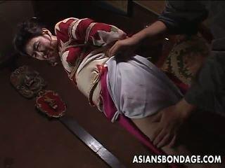 Aziatisch rijpere teef has een rope session naar verduren