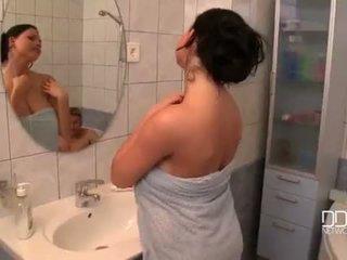 Sulīga krūtis sieva duša video
