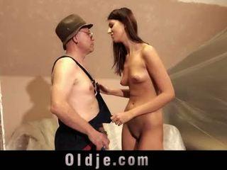 老 男人 和 年輕 高 女孩 性別 玩