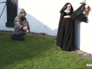 Catholic nuns と ザ· モンスター! クレイジー モンスター と vaginas!