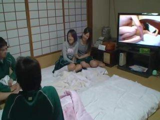 brunette tube, meer japanse kanaal, zoenen mov
