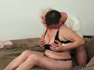 I ri njeri loves gjoksmadhe e shëndoshë me lesh gjysh