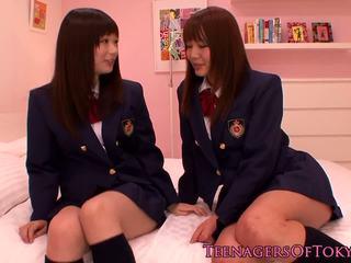 일본의 les 비탄 schoolgirls 주 진동기: 무료 포르노를 c0