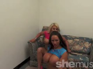 Nikki jackson ja megan avalon pelata yhdessä