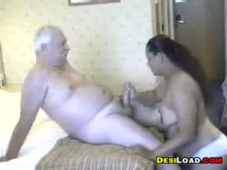 Thick indisk prostituerad med an gammal guy