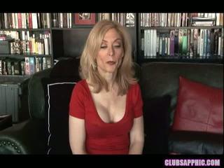 Nina hartley と sinn sage リーチ 彼らの goals と celebrate とともに a 少し セックス