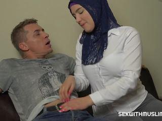 Big Boobs Hijab Girl: Free Teen HD Porn Video 1b