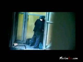 Hijab टीचर कॉट किस्सिंग द्वारा spycam