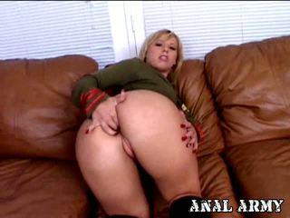 Príťažlivé blondýna armádne šľapka georgia peach prstovanie ju sexy arse na the gauč