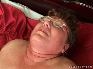 kijken oud neuken, grootmoeder scène, oma
