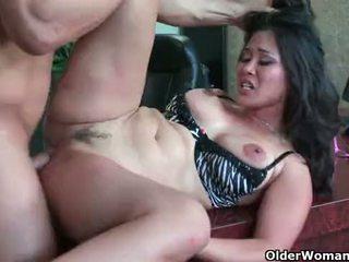 एशियन मिल्फ jessica bangkok takes cumload में मुंह