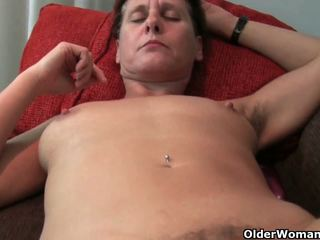 Mature mom's hairy pussy gets the finger fuck treatment