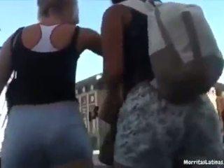 Argenta comiendose el short