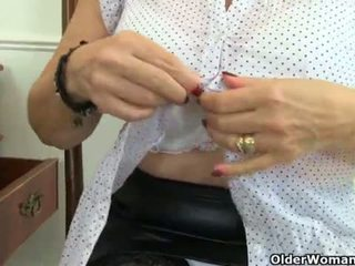 English granny Savana is fingering her old pussy <span class=duration>- 12 min</span>
