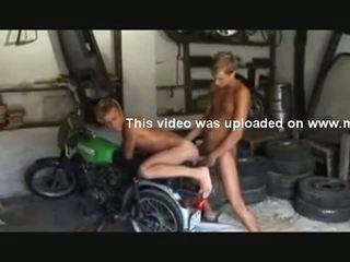 Blond tw-nks Bareback in the Garage
