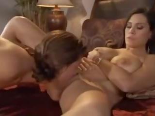 Sa bed may mommy: Libre inang kaakit-akit pornograpya video bf