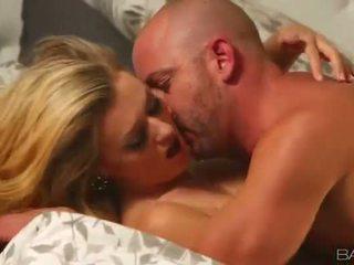 ताजा स्तन, अच्छा अनुभवहीन महान, अच्छा blowjob आदर्श