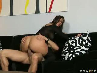 Nydelig brunette med hot ræv i svart kroppen strømpe gets anal sex