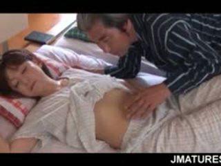 Възрастни азиатки домакиня given а сладъл сутрин путка лизане