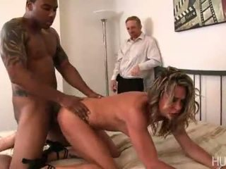 Amanda blows زوج cheated في لها هكذا إلى الحصول على إلى الوراء في له هي has لها creamy كس buttered بواسطة ل كبير أسود كوك!