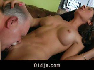 늙은 butler 서브 섹스 에 그의 spoiled 여자 보스