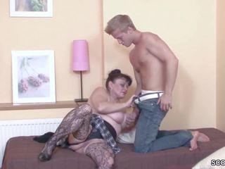 Bata lalaki panunukso kaniya lola upang get una magkantot: hd pornograpya b3