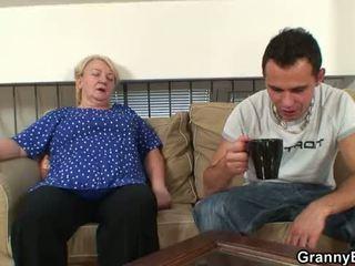60 years tua perempuan tua sucks dan rides